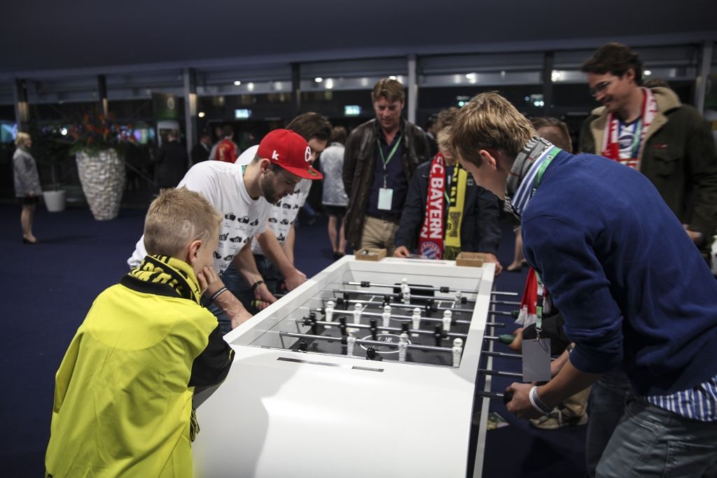 Beat The Champ! Tischkicker-Weltmeister Chris Marks  tritt auch gegen ihr Mitarbeiterteam an!