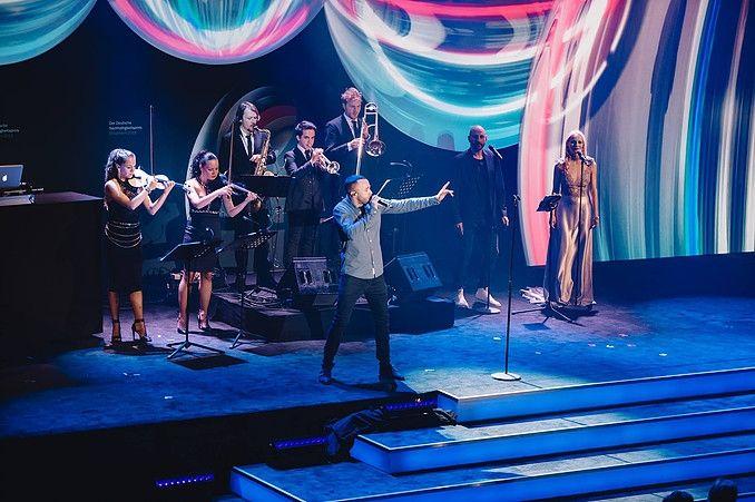 Marlon Roudette und das Berlin Show Orchestra