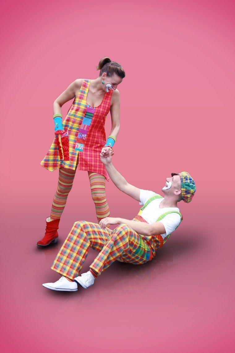 tolle Clownskostüme ab dem 01.04.2017 bei tausend-schoen.com tolle, hochwertige, einzigartige Clownskostüme..mit viel Liebe hergestellt...langlebiger Stoff, farbecht....die machen  Spass!! Die Erfolgsgeschichte geht weiter!!