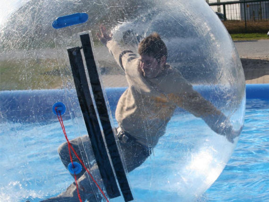 """Aqua Balls Spaß in der """"Riesenseifenblase"""""""