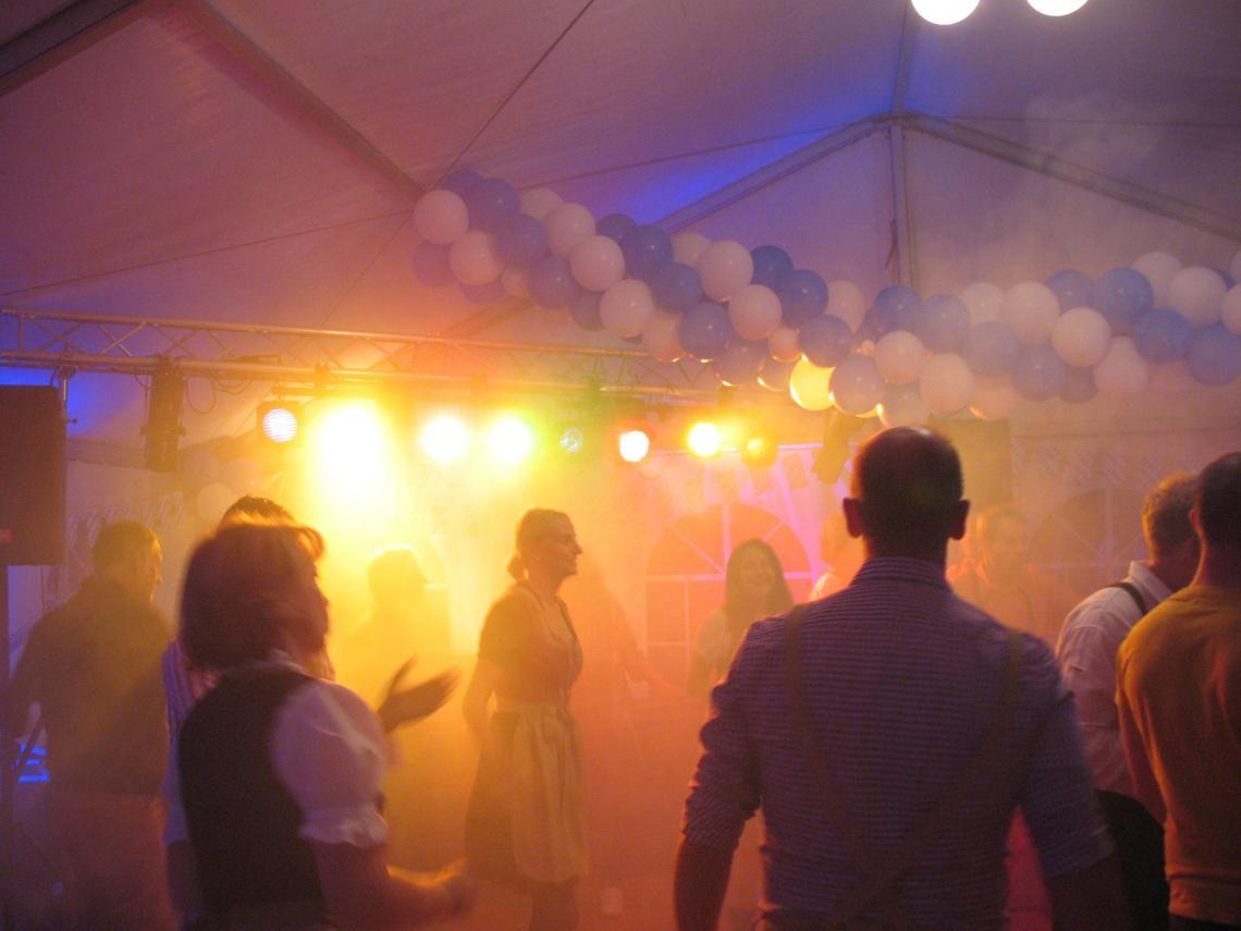 Discoteam für jede Party Unsere DJs soreg mit Light & Sound für Partyfeeling
