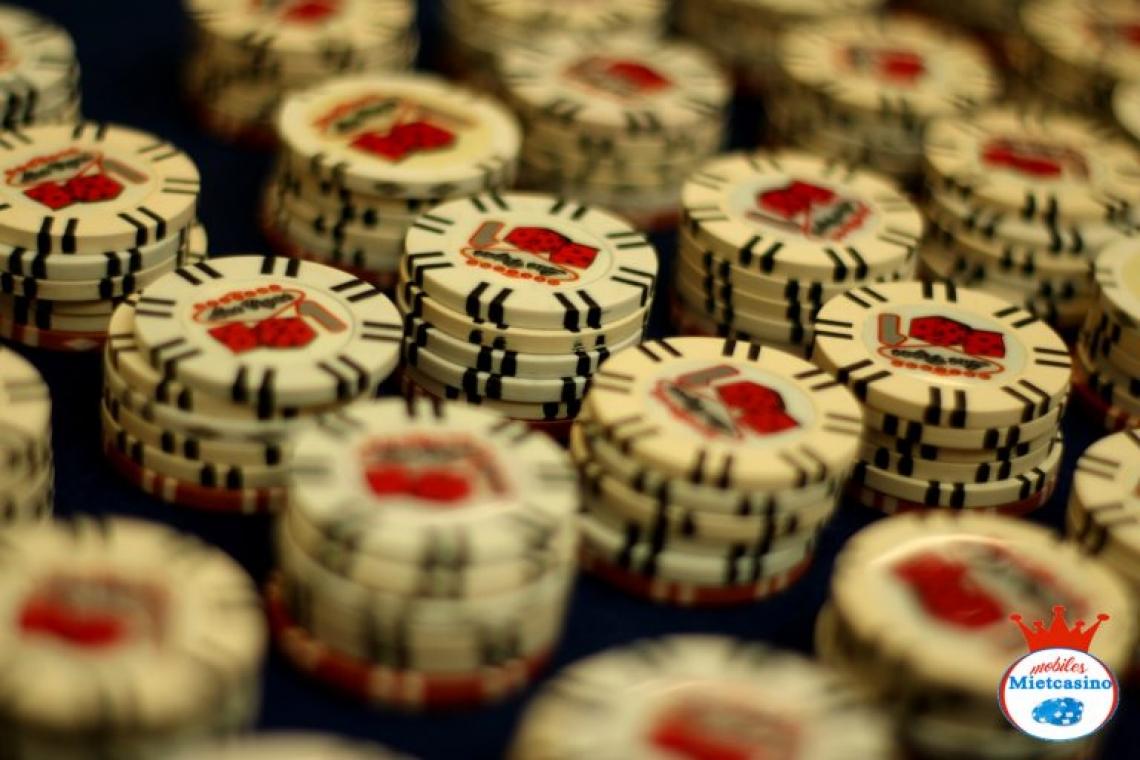 Chips Zu unseren Tischen und Events gehören originale Jetons, welche das Casino Flair perfekt machen.