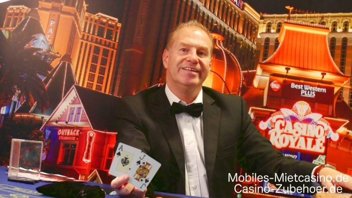 Casino Royale Event  Casino Royale Event mit Black Jack Tisch & Super Chance. Im Hintergrund das Casino Royale Roll up in 200 cm x 200 cm Größe als Deko.