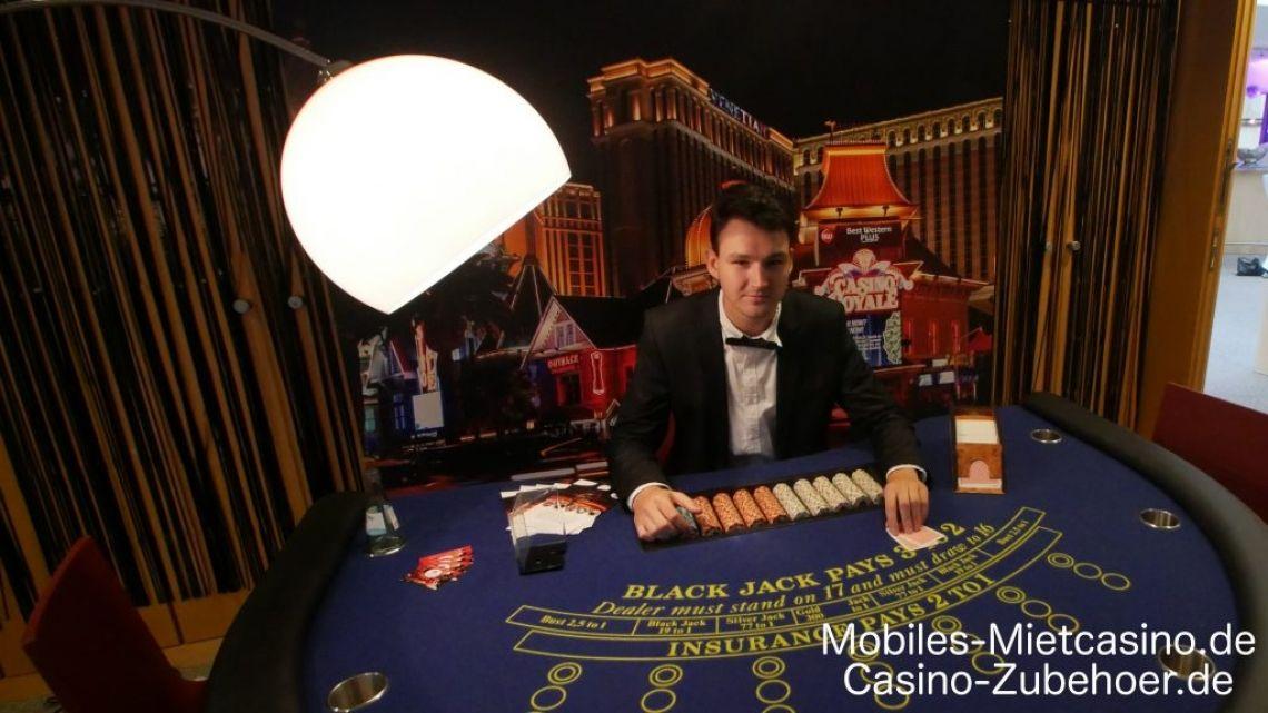 Casino Royal Event DEKO  Casino Royale Event mit Black Jack Tisch & Super Chance. Im Hintergrund das Casino Royale Roll up in 200 cm x 200 cm Größe als Deko.
