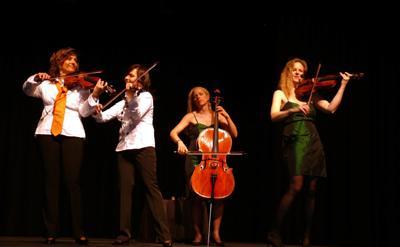 Live auf der Bühne Live auf der Bühne: So sieht es aus mitten im Konzert ...