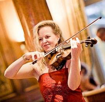 Manon Manon: Manon ist auch als Stehgeigerin solo buchbar.