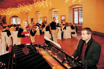 Duo Manon & Armin Duo Manon & Armin: geeignet als Dinnermusik oder konzertante Titel zwischen Reden – am liebsten mit vorhandenem Flügel.