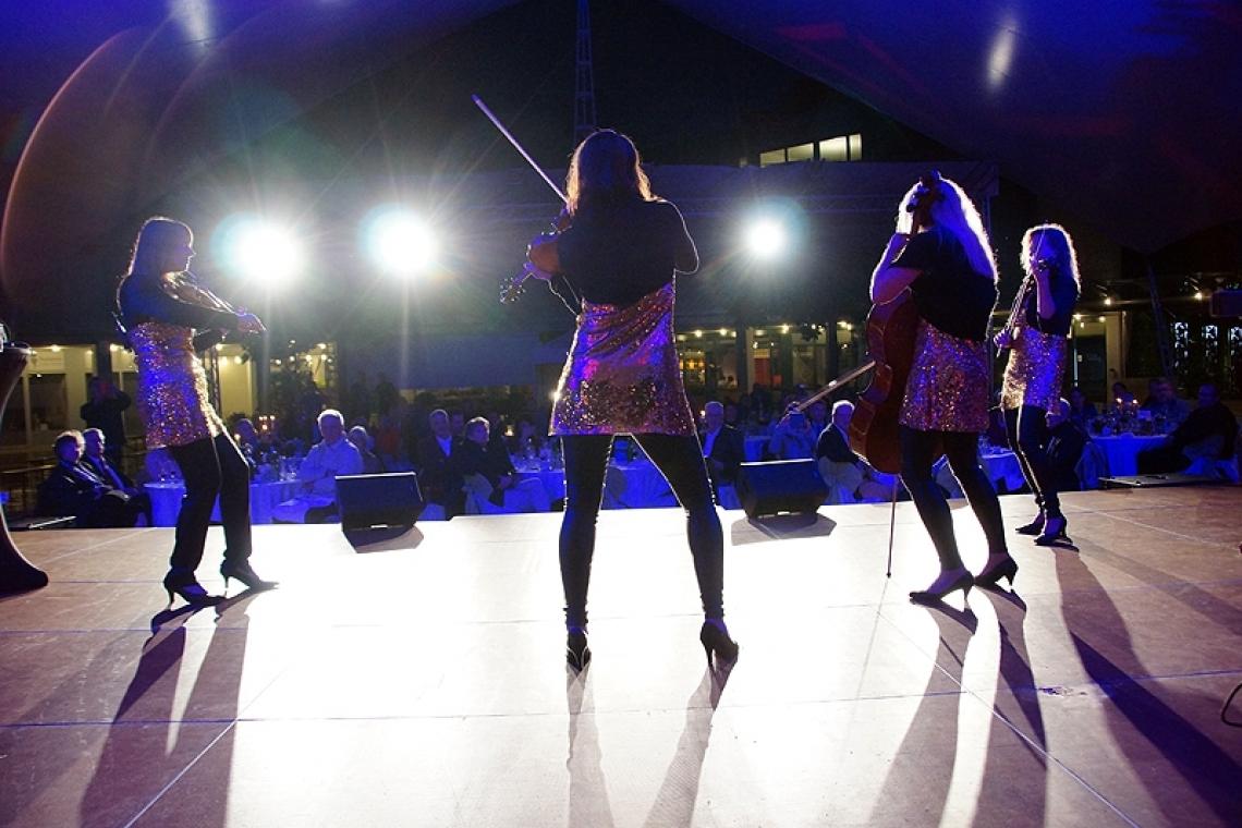 Open Air Konzert Auch beim unplugged-Programm mit den normalen Holzinstrumenten kommt ordentliches Licht auf der Bühne einfach gut!