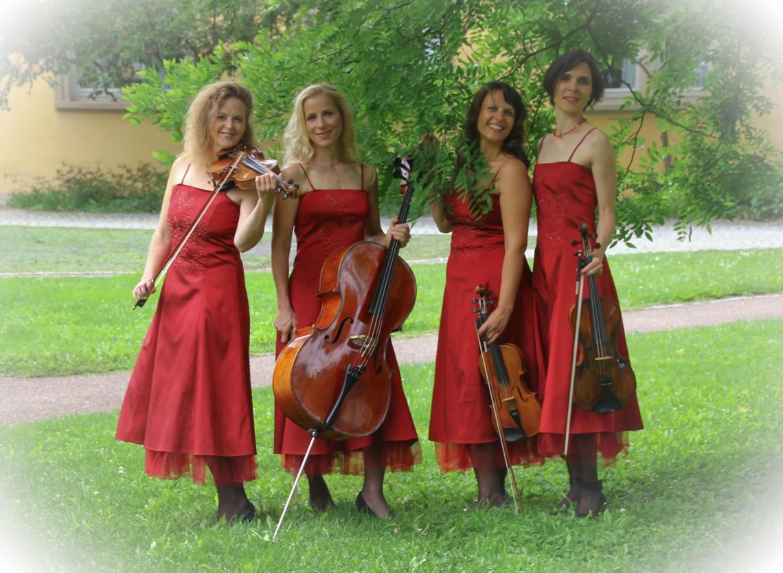 in roten Abendkleidern Wir können auch ganz romantisch!