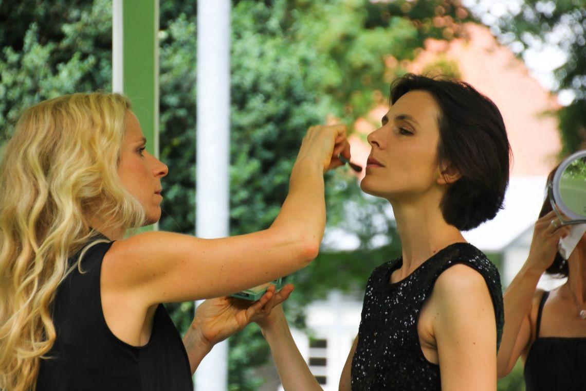 Sonja und Astrid Vorbereitung für den Auftritt...