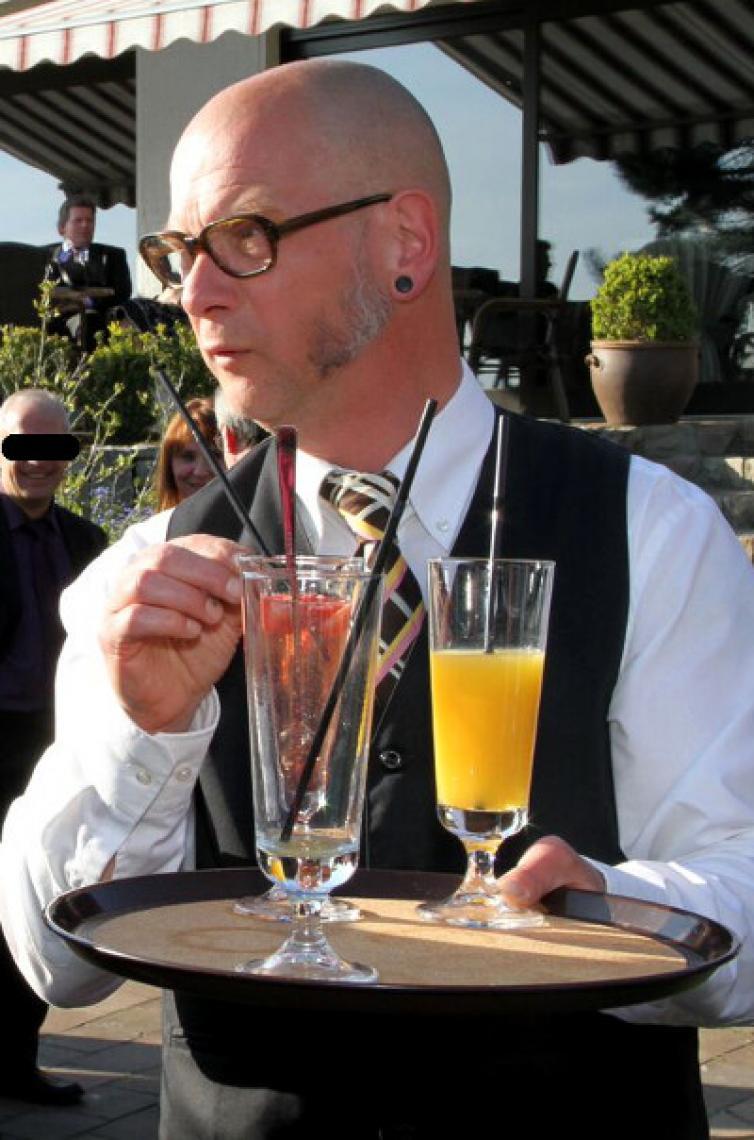 Comedykellner Wilfried Als Comedykellner Wilfried ist Krawalli zu buchen für Firmenfeier, Vereinsjubiläum oder Messe-Events.