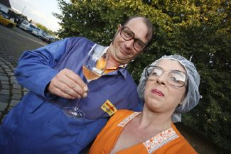 Comedy-Walk-Act Ilse und Willi Der Comedy-Walk-Act ist auch als Auftragsproduktion für ein Firmenjubiläum zu buchen.