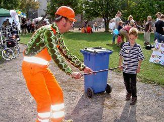 Comedy-Walk-Act Straßenfeger Der Comedy-Walk-Act Straßenfeger Horstkötter säubert jeden Event.