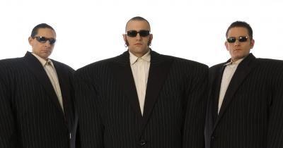 Die Gentlemen Einige halten sie für Machos, andere für Mafiosi. Manche halten sie sogar für Bodyguards. Sie sind all das - und doch Gentlemen. Edel, elegant, auffallend durch ihre Größe. bestechend durch ihren Charme... Walkact