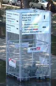 Werbeturm – mobil oder stationär •bestehend aus RAGG-ZACK-Mobilzaunelementen •Maschung 50 x 50 x 3 mm •variabel in Höhe und Breite kombinierbar •montiert in Hülsen oder in Betonsteinen •als Besucherleitsystem einsetzbar •auch in runder Ausführung verfügbar