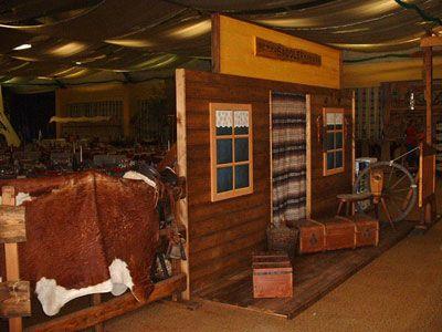 Saddlery- Blockhaus - Saloon massive Fassade ca 450 cm lang, 2 m tief