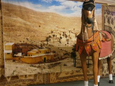 lebensgrosse Figuren  Pferd und Figurinen - lebensgroß in authentischem Outfit