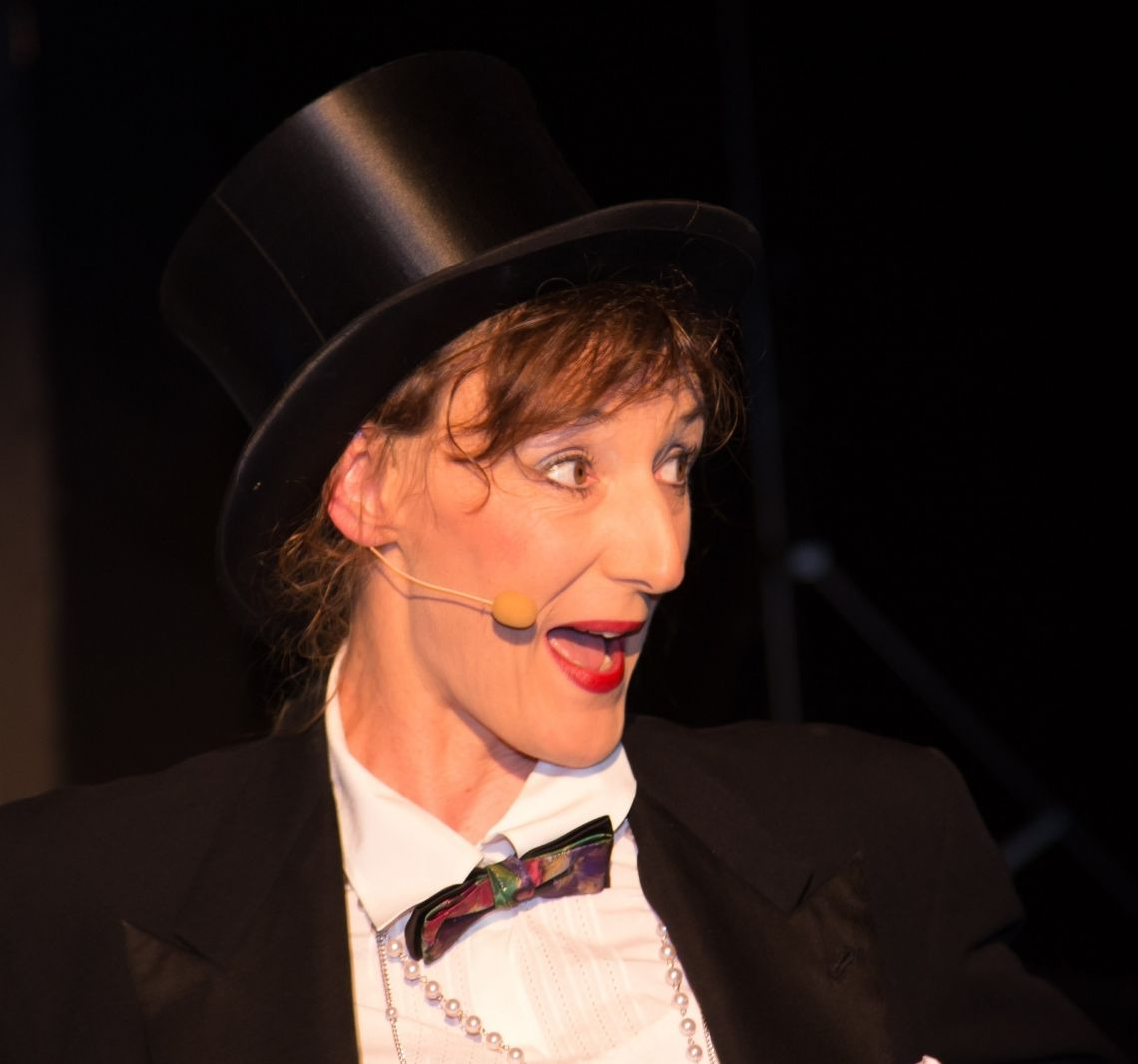 LUISE - Komische Kellnerin/ Clownerie