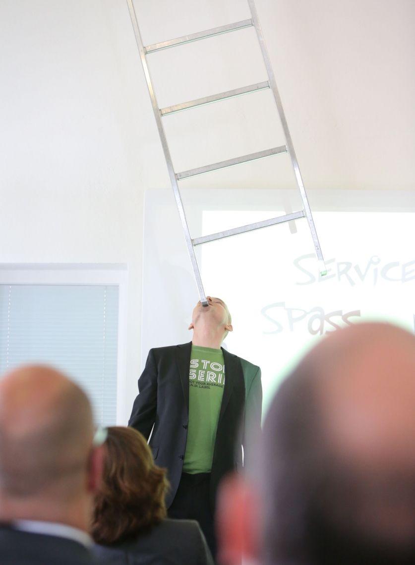 Karriereleiter Armin Nagel balanciert die Karriereleiter