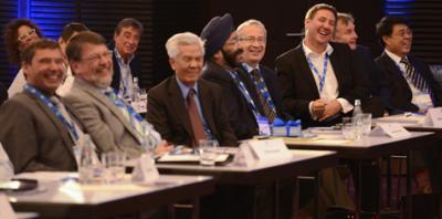 Zuschauer international Begeisterte Zuschauer bei einer internationalen Tagung