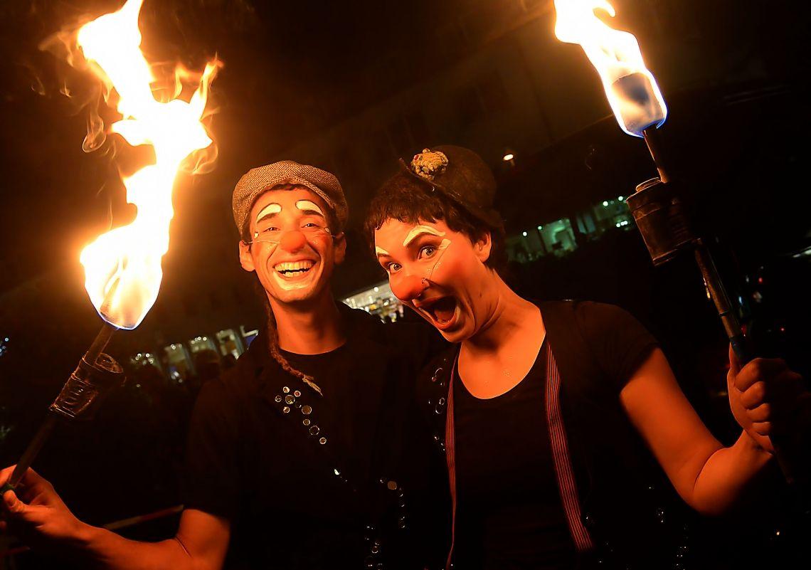 Feuer-Clowns Unsere Feuer-Clowns - perfekt als charmanter Walkakt und/oder Show!