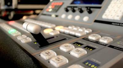 Mobile Regie Mobile Regie zur Aufzeichnung und Live-Übertragung ins Internet, TV und auf Großbildleinwände