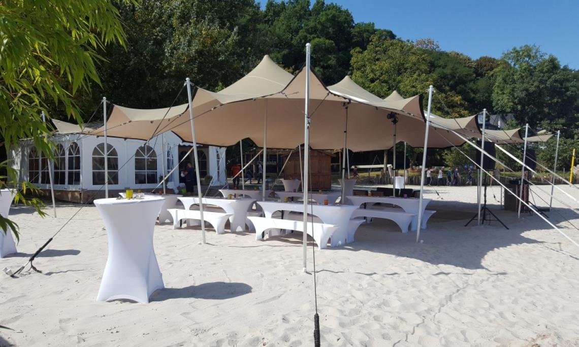 Firmenfeiern am Blackfoot Beach Kölns außergewöhnliche Beachlocation bietet optimale Voraussetzungen für Firmenfeiern, Hochzeiten und Teambuildings.