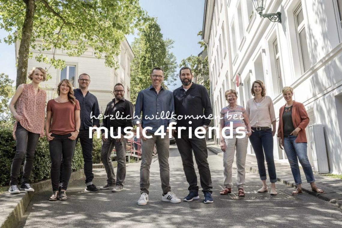 """music4friends - musiker und djs für events Herzlich willkommen beim """"Feinkostladen für Musik-Entertainment"""" (EventPartner Magazin)"""