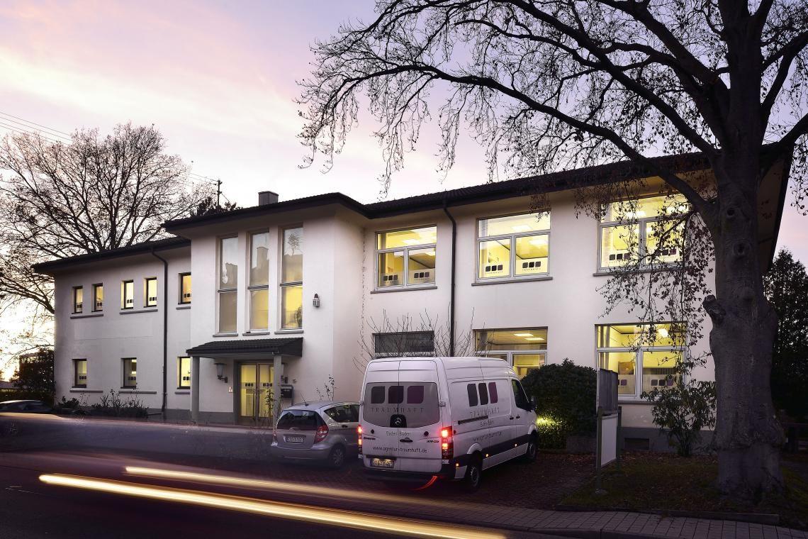 Traumhaft-Zentrale in Baden-Baden  Unser wunderschönes Haus aus dem 19. Jahrhundert beherbergt auf 1.000 qm sämtliche Abteilungen - Kundenservice, Schneiderei, Wäscherei, das Lager und den Versand.
