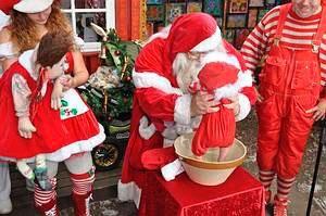 Weihnachtsmänner Unsere Weihnachtsmänner befolgen den Weihnachtsmannkodex. Sie sind freundlich und souverän und sind mit den Weihnachtsbräuchen sowie Weihnachtsliedern und –gedichten vertraut.