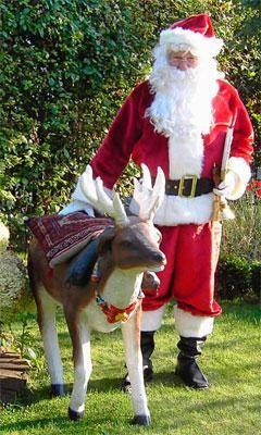 Kostüme Auch bei Schnee und Frost ist dem Weihnachtsmann wohlig warm in seinem langen Mantel - vor allem, weil er da seine Alltagskleider schön drunter versteckt anlassen kann. Der Mantel ist aus weichem Stoff mit Kapuze und Kordel-Gürtel.