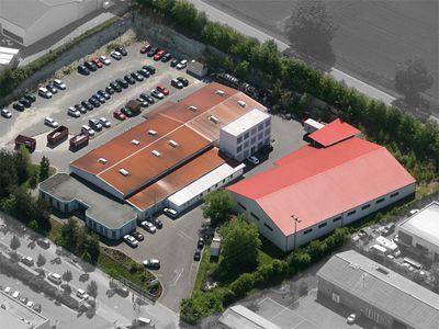 Produktionsstätte der Onlineprinters GmbH in Neustadt/Aisch Am Mittelfränkischen Standort in Neustadt an der Aisch werden alle Drucksachen hergestellt und von dort nach ganz Europa versendet.