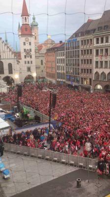 """Erste Meisterfeier des Triple-Siegers FC Bayern München 2013 Die Süddeutsche Zeitung Nr. 109 vom 13. Mai 2013 über unser Sicherheitskonzept: """"Das Sicherheitskonzept geht glänzend auf und ermöglicht ungetrübte Ausgelassenheit."""""""
