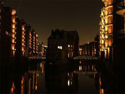 Speicherstadt bei Nacht Perfekt für eine Fackelwanderung durch Alt- und Speicherstadt.