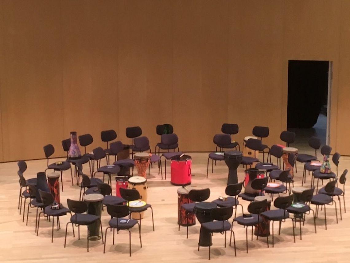 Drum Circle Abhängig von der Gruppengröße sind verschiedene Anordnungen des Drum Circle möglich. Hier sehen Sie  einen Drum Circle für 40 Personen.