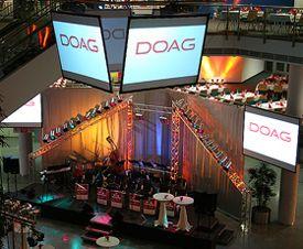 DOAG Kongress 2007, Deutsche ORACLE-Anwendergruppe e.V. DOAG Kongress 2007, Deutsche ORACLE-Anwendergruppe e.V. Jahreskongress im CongressCenter CCN West/Ost. Ausstattung der Konferenzräumen und Kassenbereiche mit Computertechnik. Zum Festabend ist ein geflogener Videowürfel mit 4 Projektionsseiten installiert worden. Bühnen- und Ambientbeleuchtung im Foyer und 3 Stockwerken sorgten für farbige Stimmung. Das Tanz-Orchester mit 19 Musikern wurde mit einer dementspechend abgestimmten Tonanlage übertragen. Seit 2008 im CCN Ost sind wir jährlich dabei.
