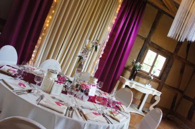 Festliche Dekoration Festliche Raum- und Tischdekoration im Waldhaus