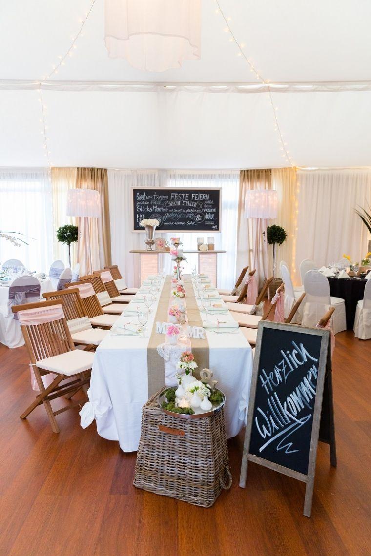 Zelt Hungen - Rustikale Gartenmöbel treffen auf zarte Rosétöne