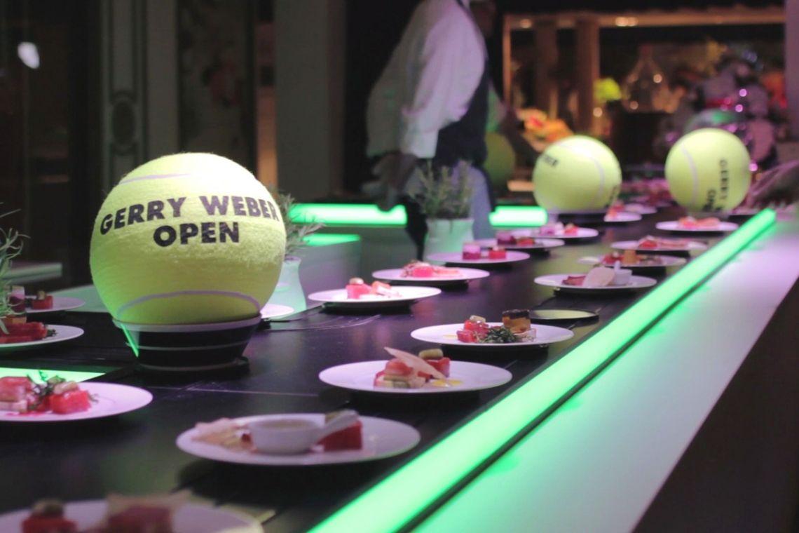 Präsentieren Sie Ihre Speisen am laufenden Band | Pre-Motion Die beweglichen Präsentationssysteme von Pre-Motion sind inspiriert vom Erfolg des Sushi-Förderbands. Alle beweglichen Systeme können bereits für nur einen Tag gemietet werden.