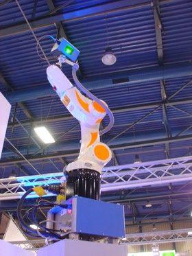 Roboter mit  Laserprojektor