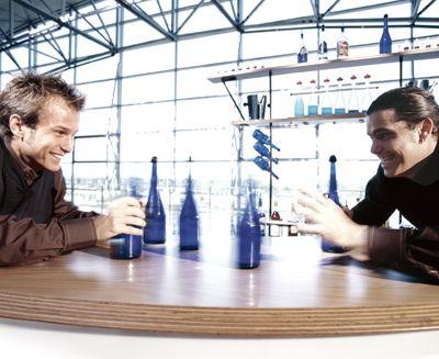 Holen Sie sich einen der köstlichen Cocktails Jetzt sind Sie dran: Stürmen Sie mit Ihren Gästen die Bühne und holen Sie sich einen der köstlichen Cocktails - Artistical Style.