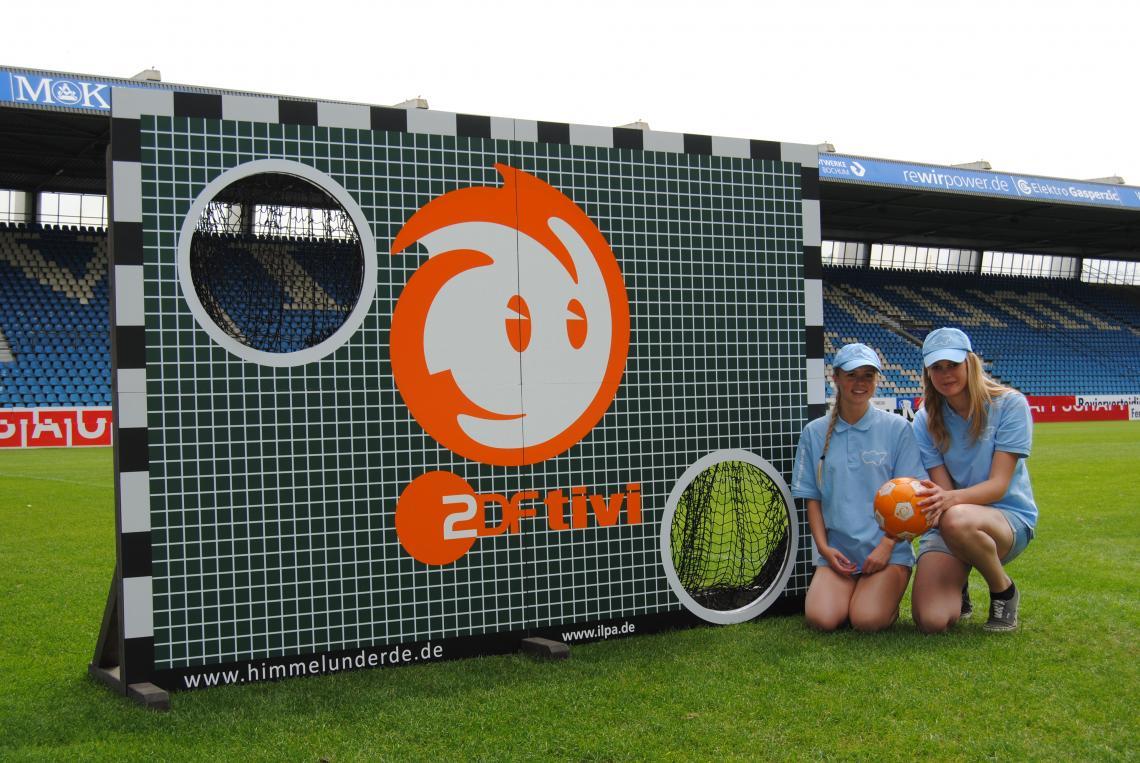 Torwandschießen mit Rabe Rudi, Piet Flosse, Keks, Löwenzahn & Co Im Fußballjahr darf eine Torwand nicht fehlen