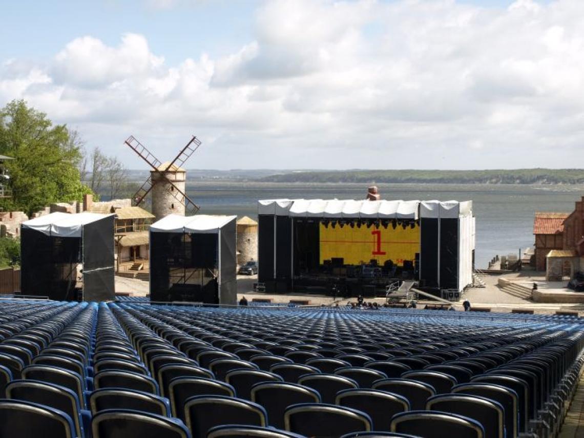 Peter Maffay - Ralswiek CS Bühne (Windzone 4), FoH's mit Stufenüberbauung