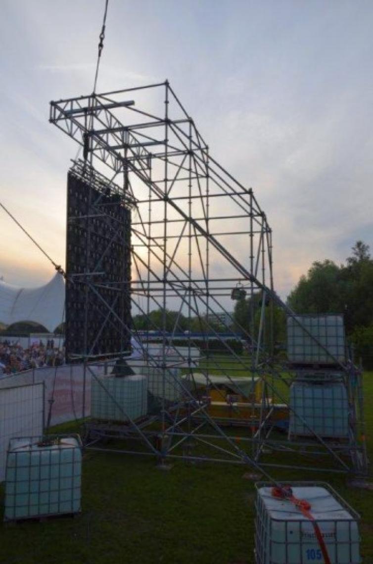Roland Kaiser - IGA Park Rostock Traggestell für LED-Videowand (Windzone 4 Küste)