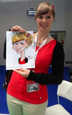 Junge Dame mit iPad Karikatur Auch diese junge Dame ließ es sich nicht entgehen sich in Hamburg zeichnen zu lassen.