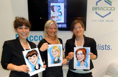iPad Karikatur mit den Modellen Drei Damen mit Ihren Karikaturen