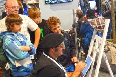 Erol in Aktion auf dem iPad Großer Andrang an Erols Staffelei auf der IAA2011