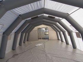 begehbare Eventhalle aufblasbare Hallen sind schnell aufbaubar und brauchen wenig Transportraum. Auf Wunsch liefern wir Statik, Prüf und Bautenbuch sowie alle notwendigen Bescheinigungen mit