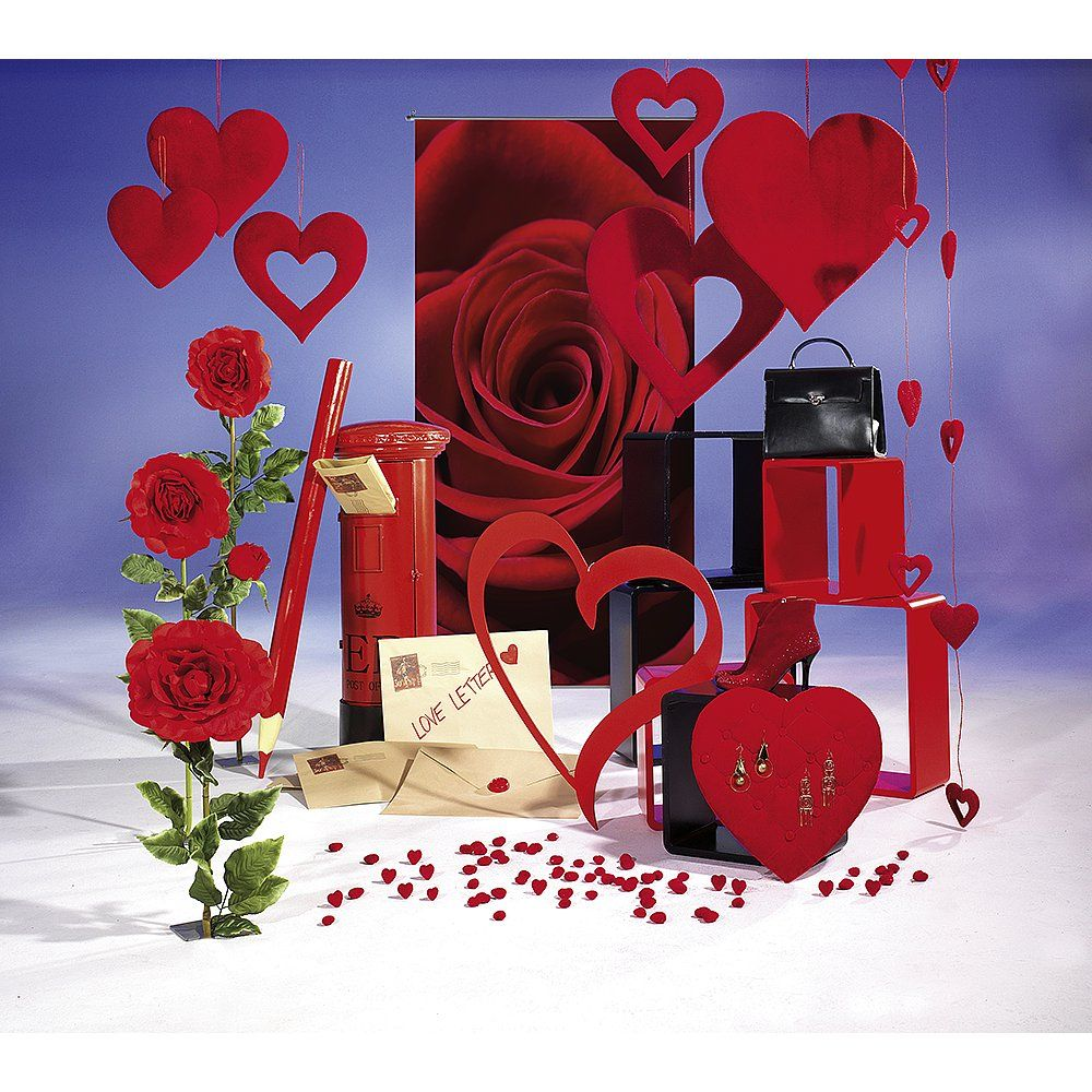 Dekoidee Muttertag Große rote Deko Herzen, üppige Rosenblüten und XXL Briefumschläge - mit dieser Kombination setzen sie auf ewige Klassik und bringen Mama's Herz am Muttertag zum Schmelzen.