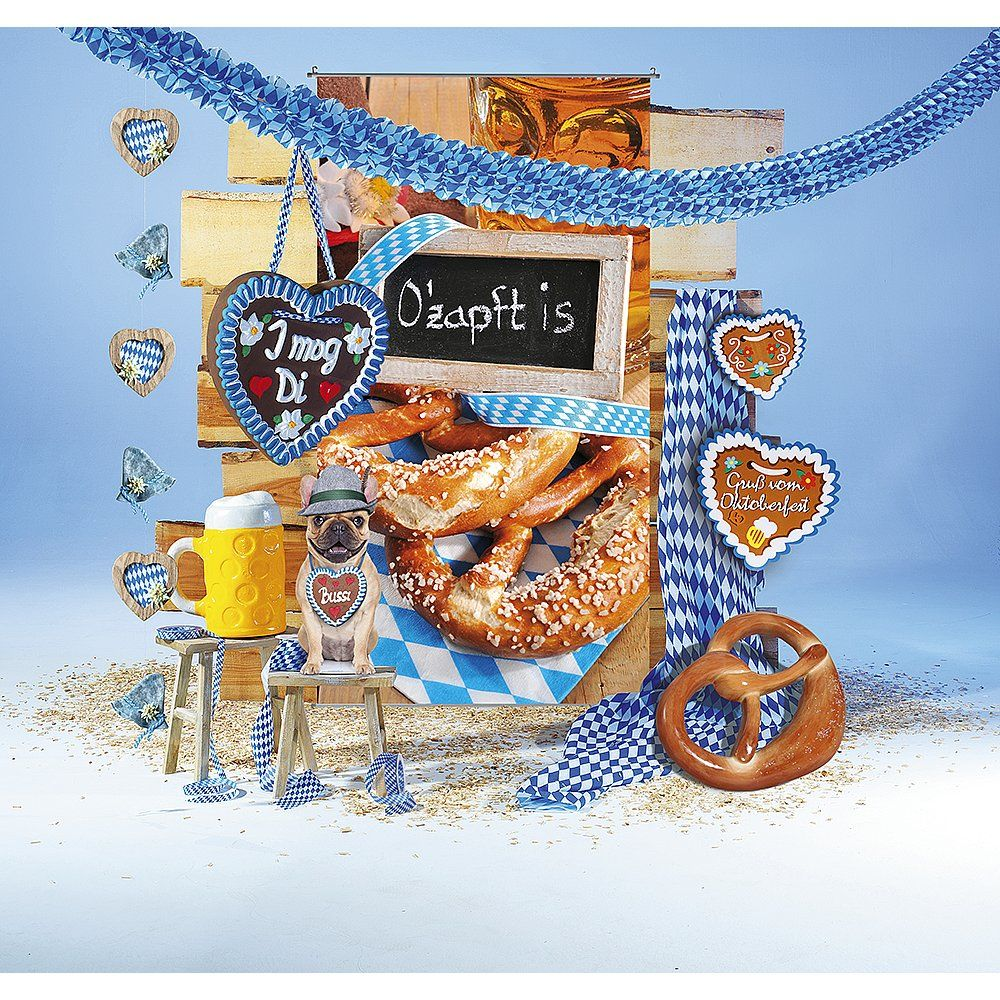 Dekoidee O'zapft is O'zapft is! Mit einer zünftig bayrischen Dekoration stimmen Sie Ihre Kunden auf das bevorstehende Oktoberfest ein. Von Wimpeln, Girlanden, Stoff mit Rautenmotiv bis hin zu XXL-Brezel oder Bierkrug finden Sie bei uns alles für eine stimmige Weiß-Blau Dekoration.